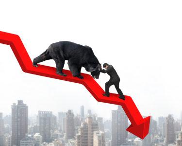 暴落待ちの投資家は、暴落時にどう買い向かうべきなのか?
